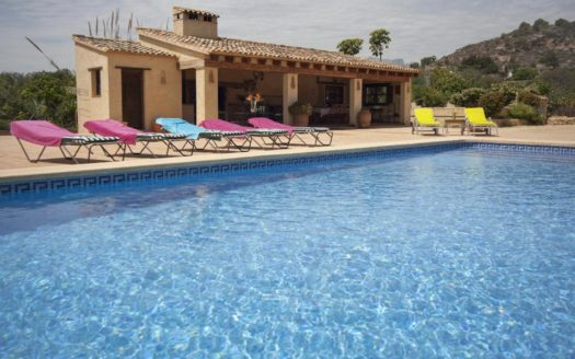 AN EXCELLENT LARGE VILLA IN ALTEA FOR RENT