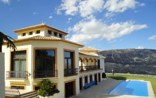 IMPOSING HOUSE IN THE MOUNTAINS, CALLOSA