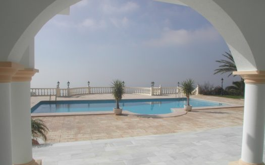 STUNNING VILLA WITH LARGE PLOT AND SEA VIEWS IN ALTEA