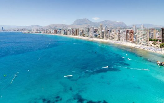 BEACH FRONT APARTMENT IN BENIDORM FOR RENT