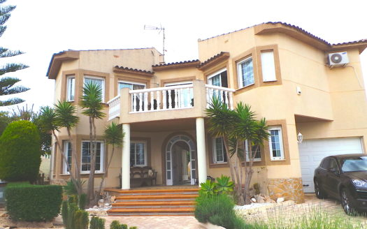 IMPOSING VILLA FOR SALE IN ALBIR