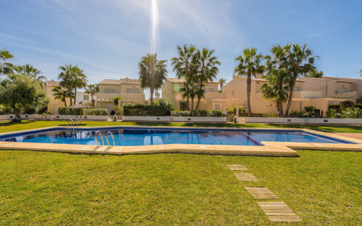 BEAUTIFUL TOWNHOUSE WITH PRIVATE GARDEN IN CALPE