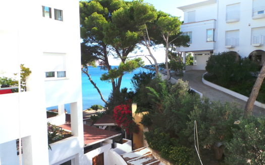 FRONT LINE APARTMENT IN ALTEA